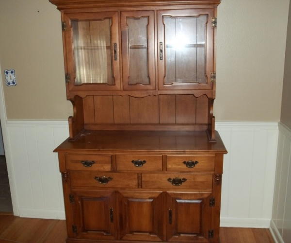 Lovely Ethan Allen China Cabinet - $250 | Antiques and
